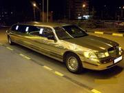 Прокат лимузина Lincoln Town Car белого цвета для свадьбы.