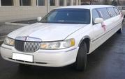 Элитный лимузин Lincoln Town Car белого цвета с водителем.