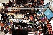 Распродажа декоративной и уходовой косметики